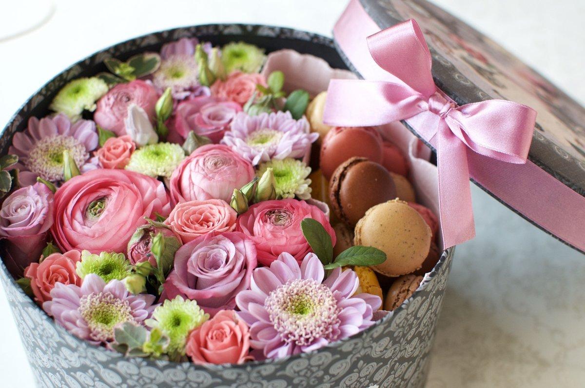 открытки с цветами и конфетами вам наблюдать